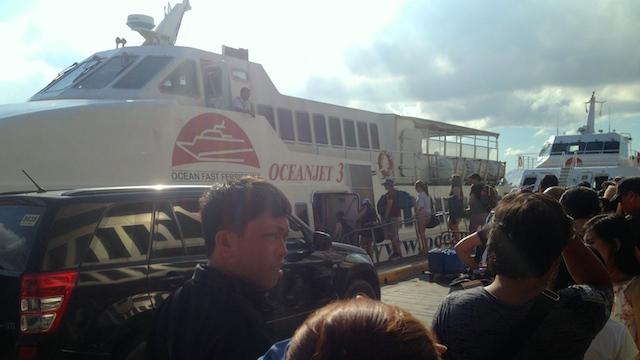 ボホール島行きのオーシャンジェットフェリーに乗船