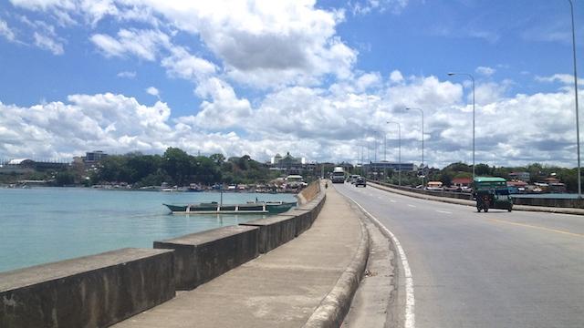 タグビララン港からアロナビーチへ移動