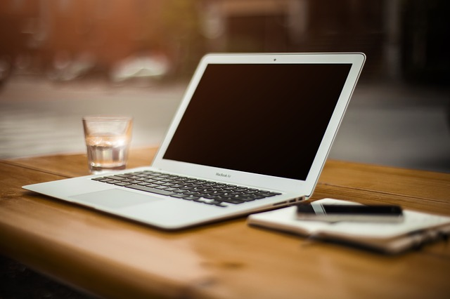 Macbook Air 分解 トラックパッド 修理