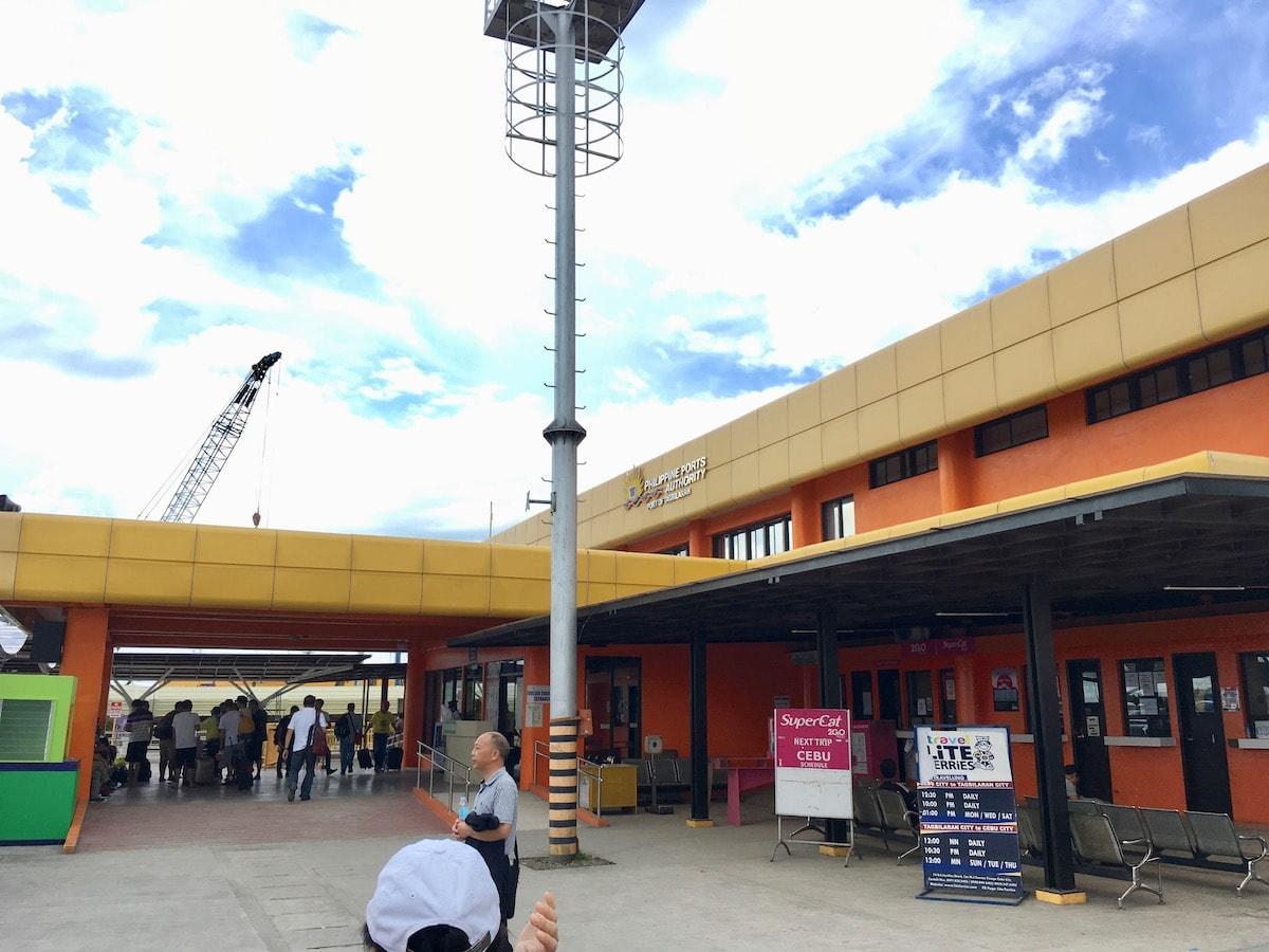 ボホール島タグビララン港のフェリーターミナル