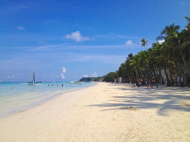 ボラカイ島のホワイトサンドロングビーチ