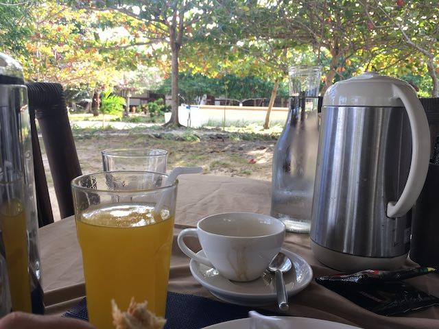 オランゴ島 レストラン 朝食