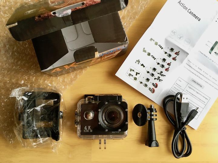4KアクションカメラSports Cameraと同梱物