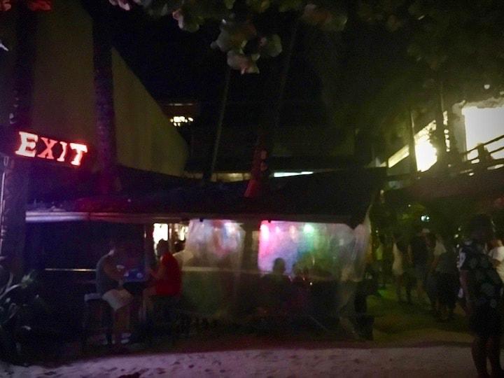 ボラカイ島のビーチバーExit Bar(イグジットバー)