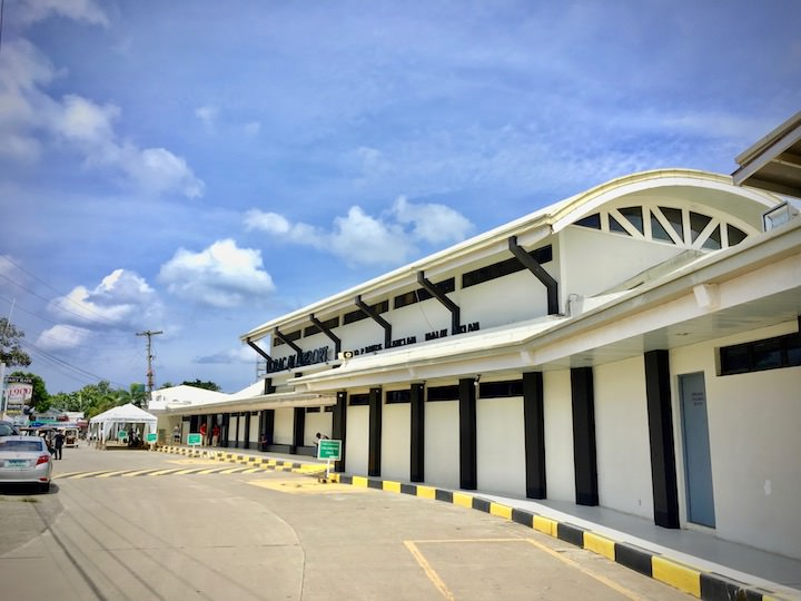 ボラカイの最寄りカティクラン空港