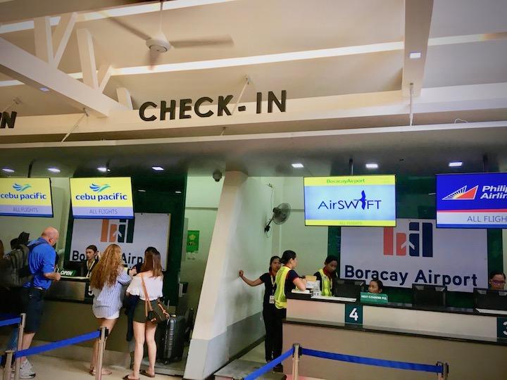 ボラカイ島最寄りのカティクラン空港でチェックイン