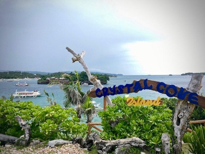 ボラカイ島周辺のクリスタルコーブアイランド散策
