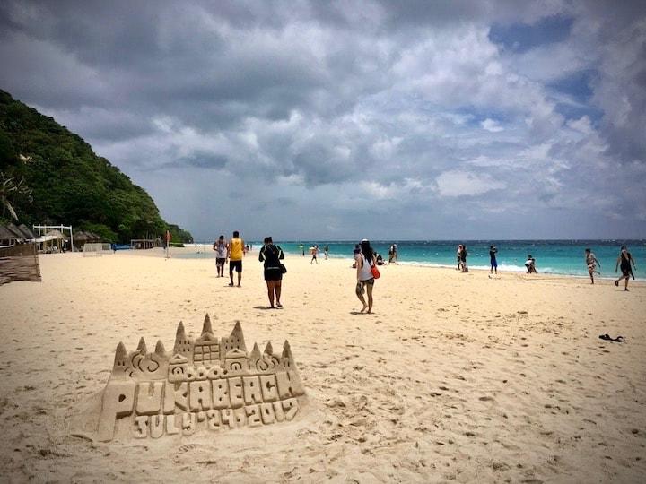 ボラカイ島のプカシェルビーチ(PuKa Shell Beach)で小休憩