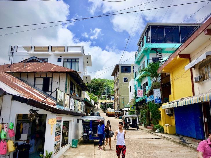 フィリピンのコロン島の中級ホテル・安宿ゲストハウス