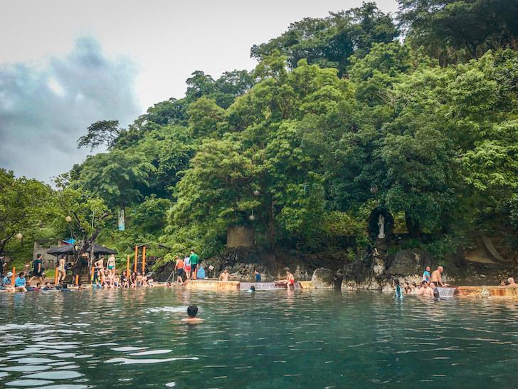 フィリピンのコロン島にあるマキニット温泉