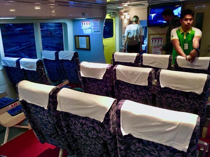 モンテネグロの高速フェリー船内