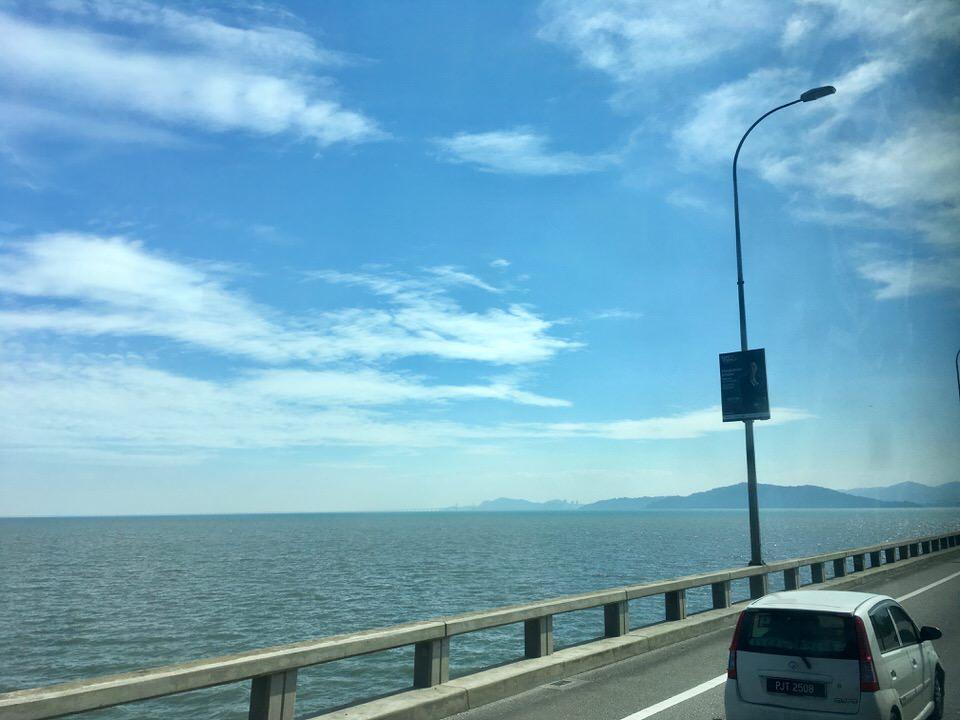 クアラルンプールからペナン島まで高速バス移動時間