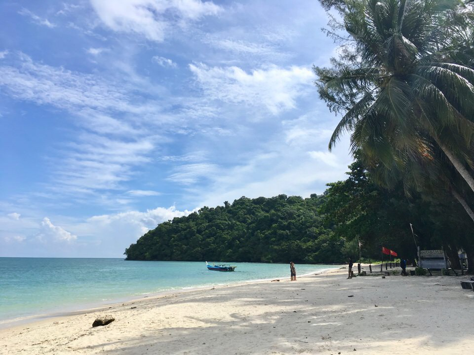 ランカウイ島の観光スポットベラク・バサービーチ