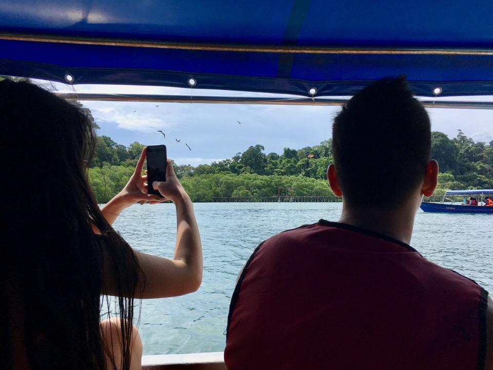 ランカウイ島の観光スポット・イーグルフィーディング