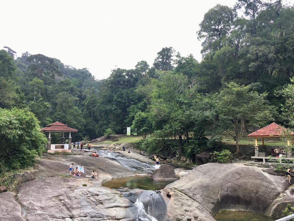 マレーシア・ランカウイ島のウェブンウェルズ滝