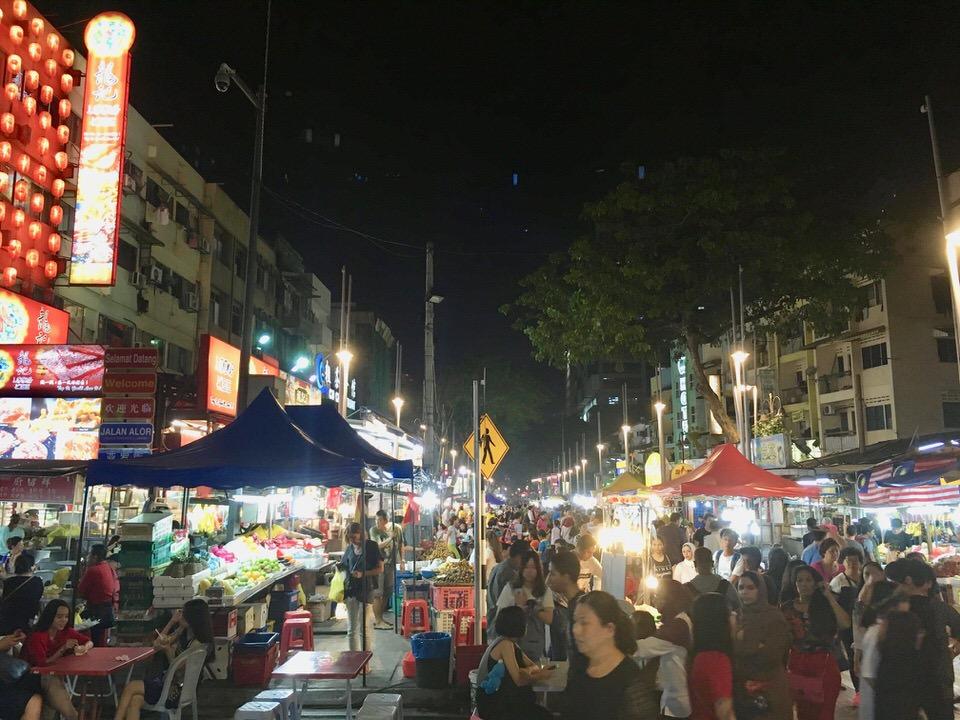 クアラルンプールの屋台街アロー通り(Jalan Alor)のナイトマーケット