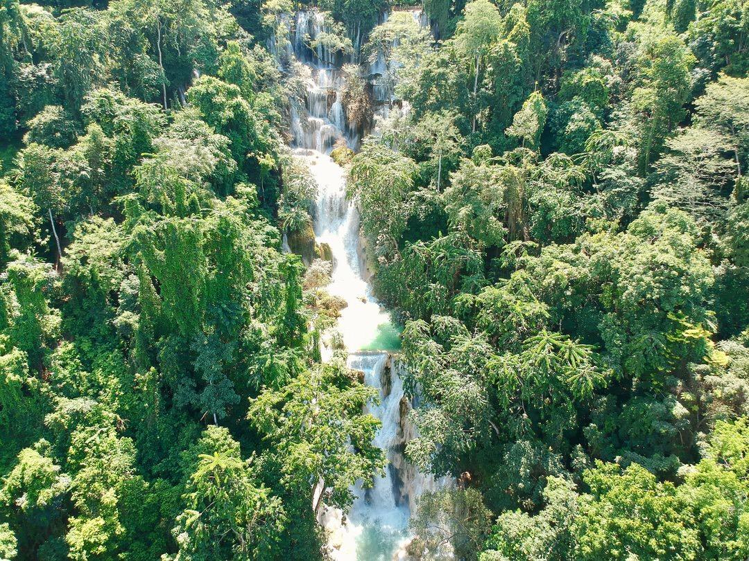 ラオスのルアンパバーンの絶景クアンシー滝