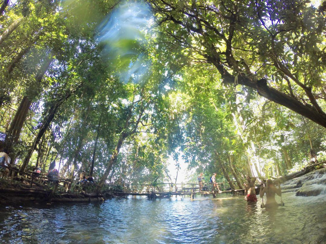 ルアンパバーンのクアンシー滝で川遊びアクティビティ
