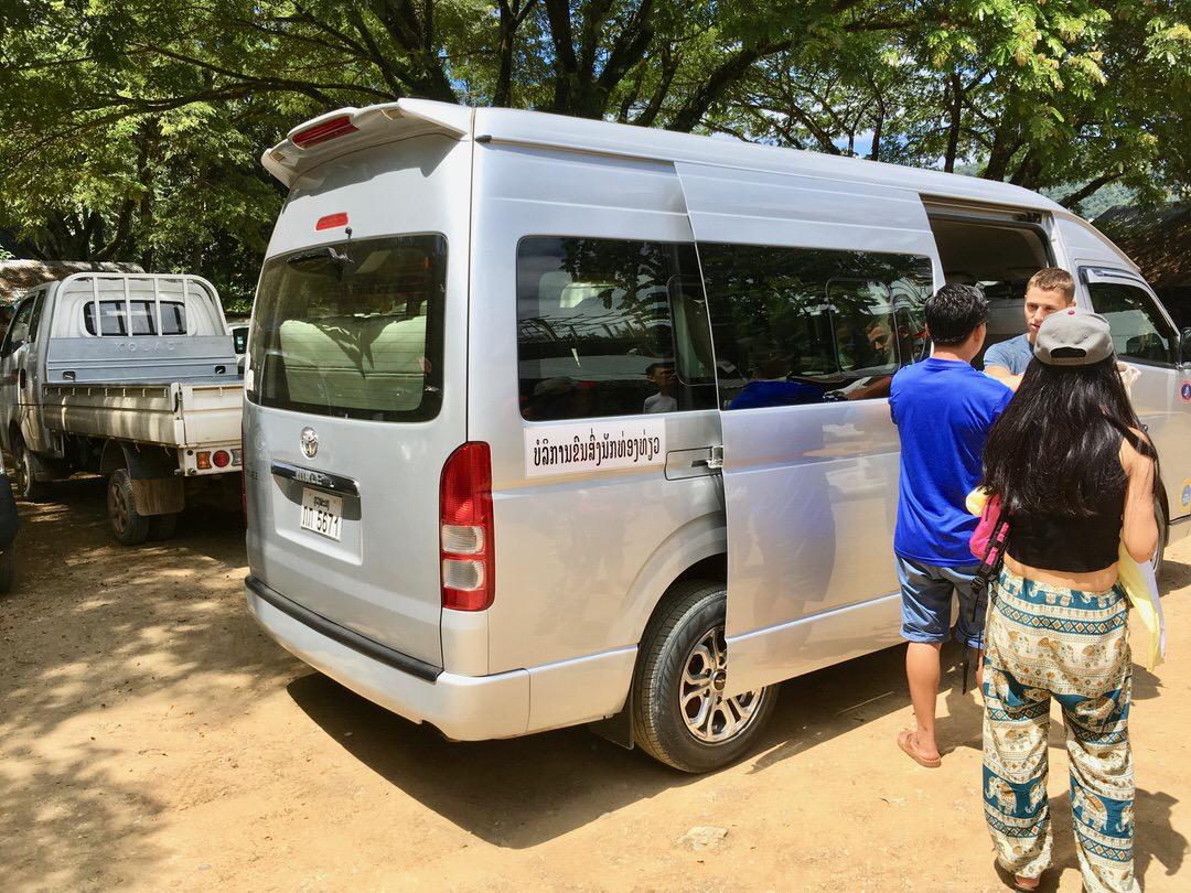 ルアンパバーンのクアンシー滝行き現地ツアー