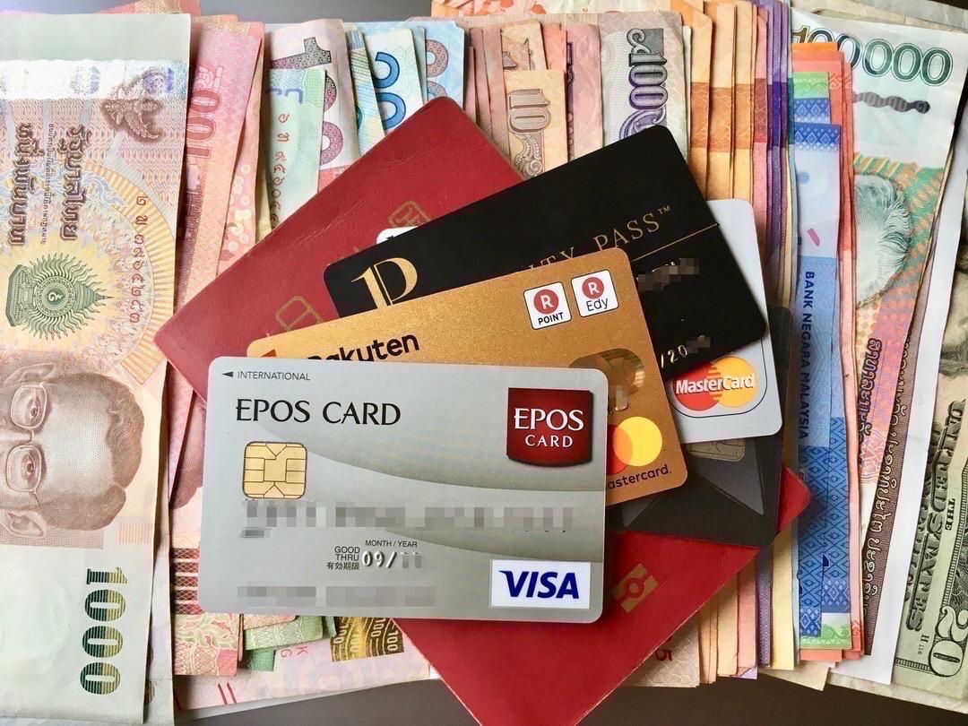 クレジットカードは海外旅行に複数枚持っていく