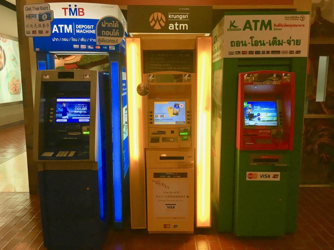 海外ATMで手軽に現地通貨を入手できる