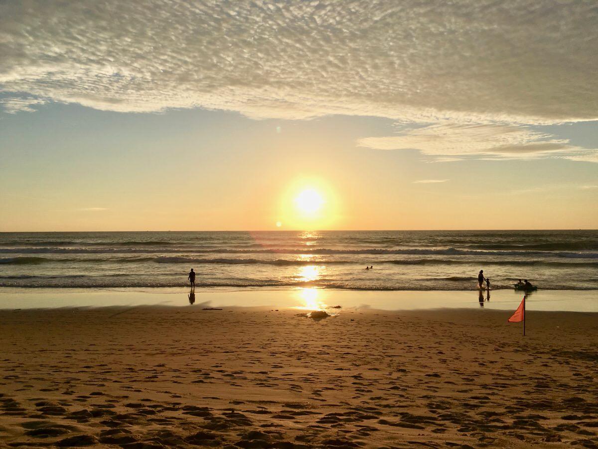プーケット島のパトンビーチの夕日