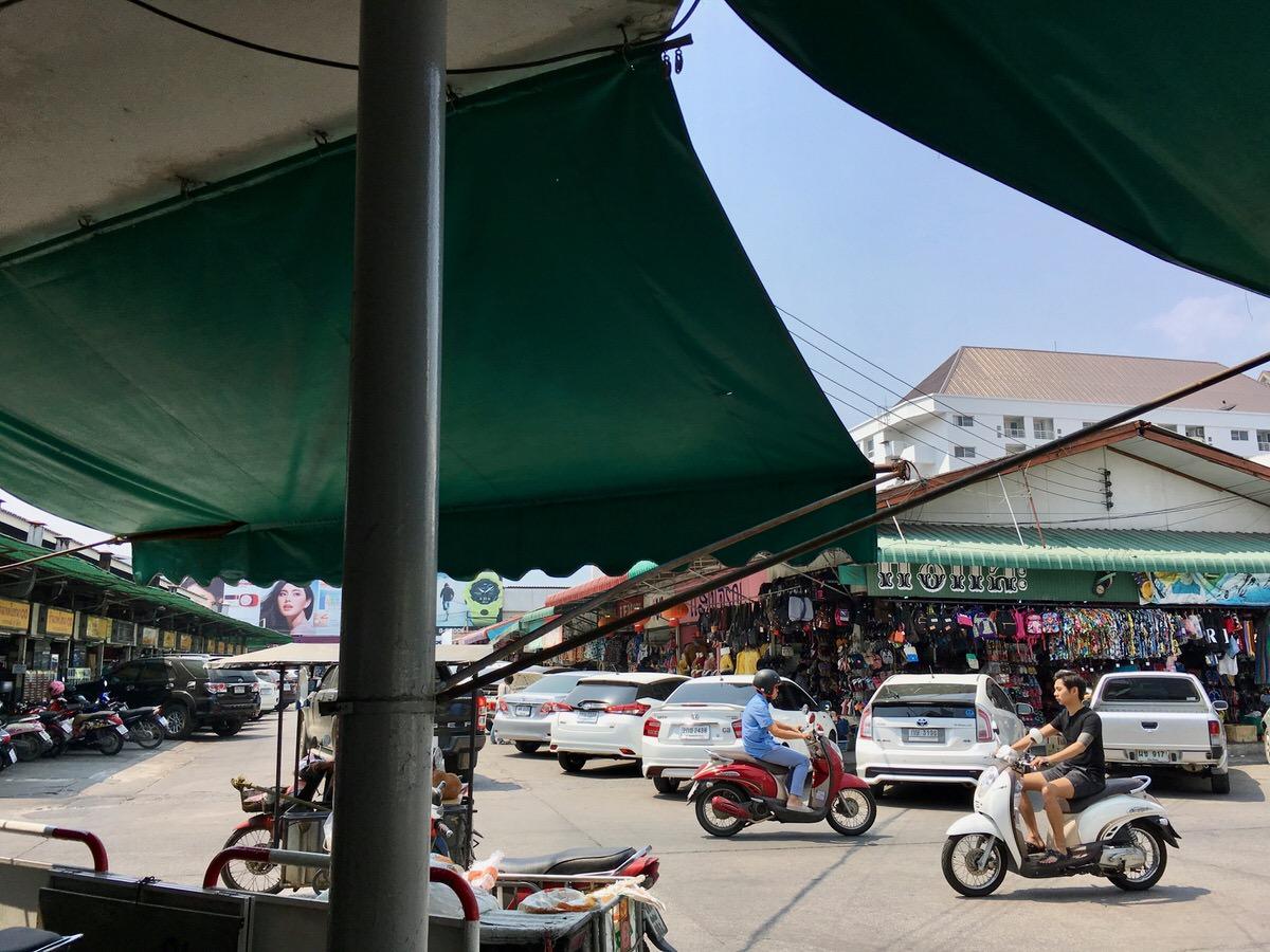 チェンマイのローカル市場