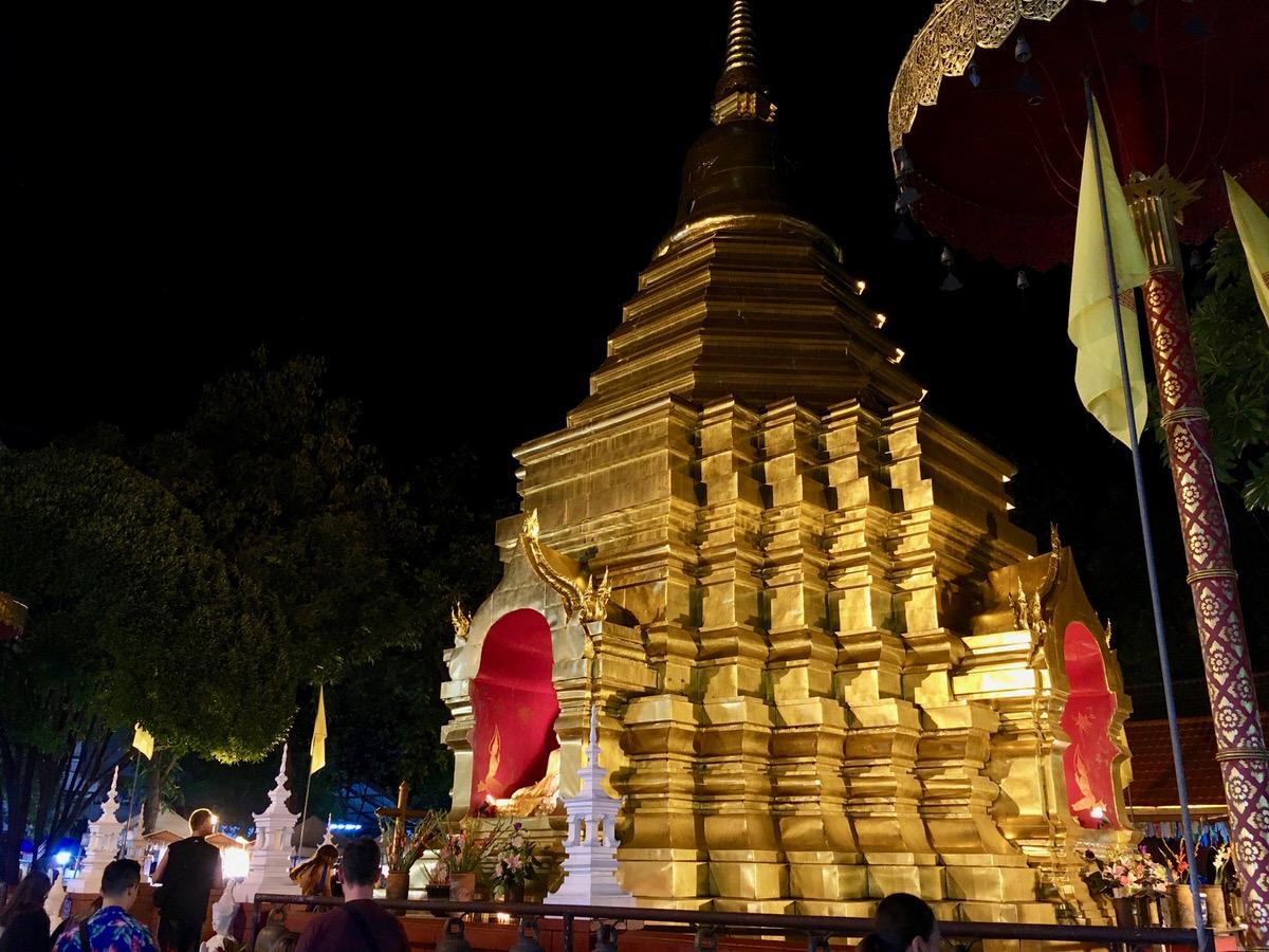 チェンマイの夜のお寺