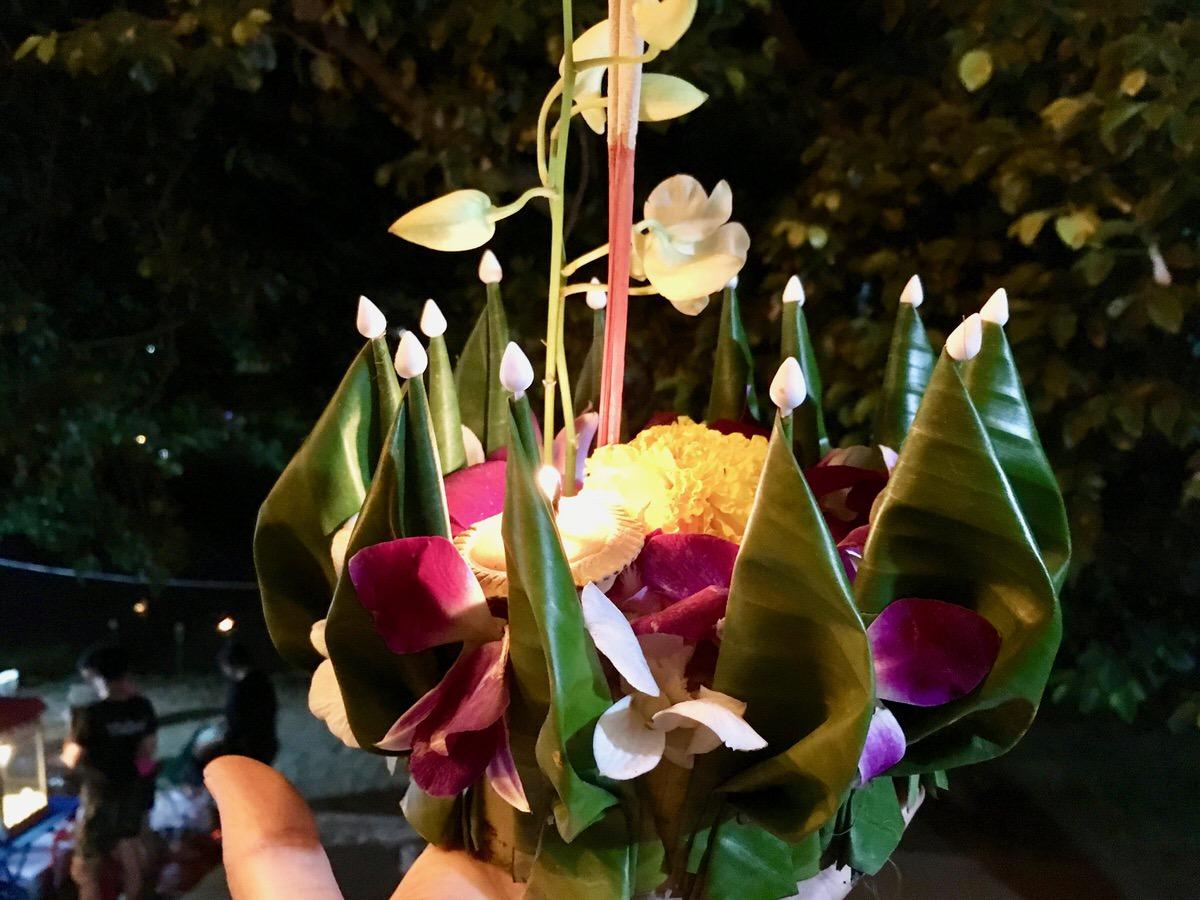 チェンマイのロイクラトン灯籠流し祭り