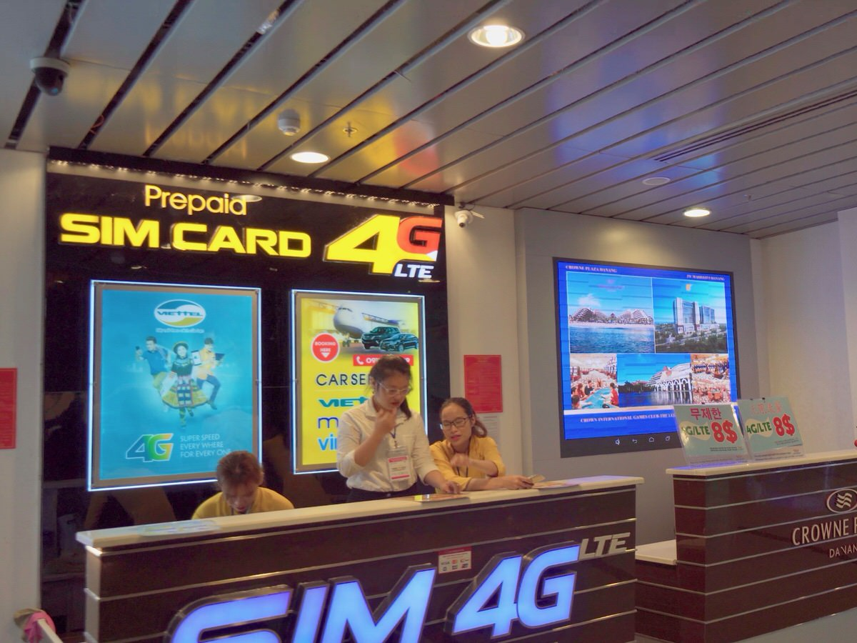 ダナン空港でプリペイドSIMカードを買う